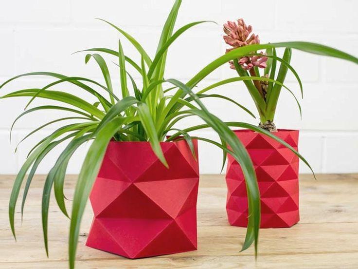 Tutoriales DIY: Cómo hacer una maceta de origami vía DaWanda.com