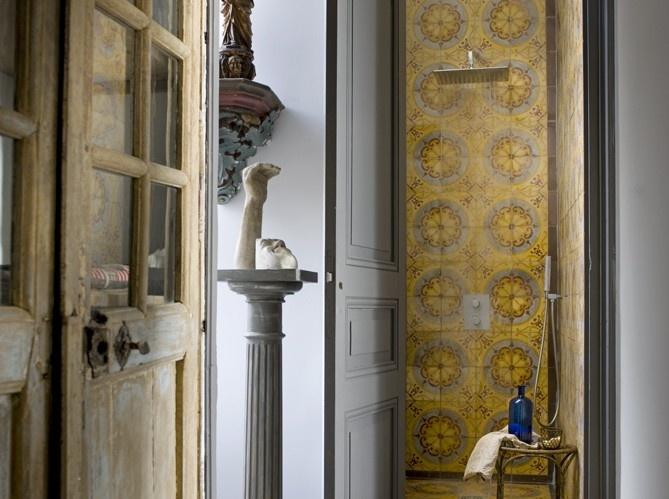 Badezimmer, Italien, Mein Französisch Landhaus, Französisch Stil, Alte  Badezimmer, Geflieste Duschen, Zementfliesen, Französisch Interieurs,  Duschköpfe