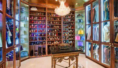 Amazing closet!!