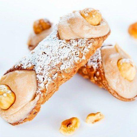 Una buona seconda #colazione con un #cannolo? #dessert #dolce #yummy #yum #food #instagood #instafood