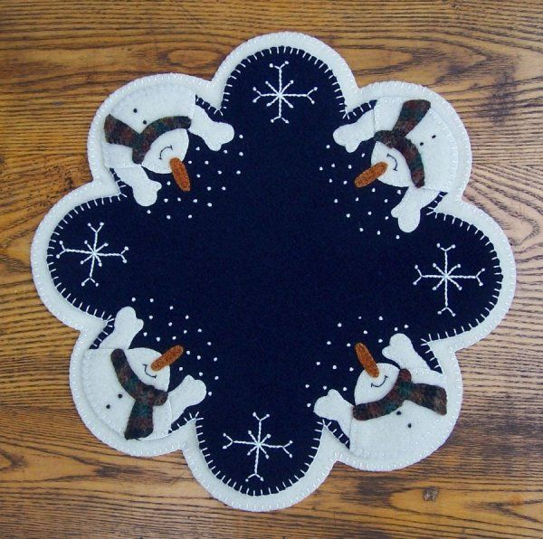 Free+Primitive+Penny+Rug+Patterns | ... .com ::. PatternMart: Let It Snow! Wool Penny Rug Candle Mat PATTERN