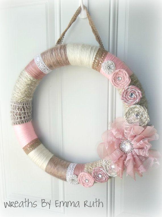 Guirnalda de Shabby Chic hilo rosa y crema por WreathsByEmmaRuth