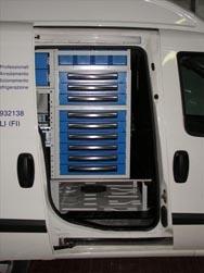 Doblò allestito per impiantisti con spazio di stivaggio per scala sottopianale