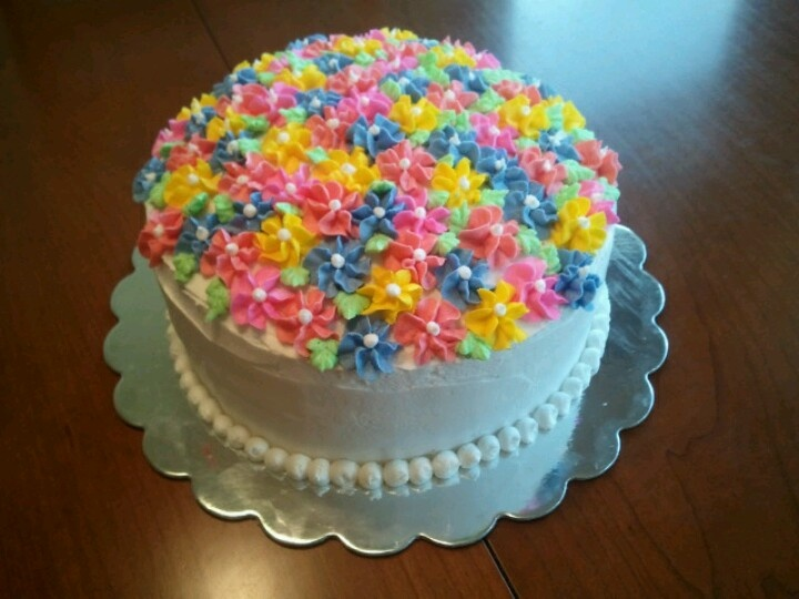 Cake using Wilton tip 2D for flowers cake decorating ...