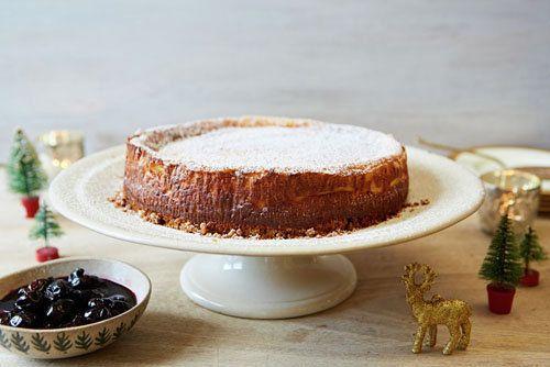 """Домашний чизкейк   Домашний чизкейк - идеальный десерт и для повседневного чаепития и для праздничного меню.  Готовить несложно, любят его многие; а еще важно то, что чизкейк можно приготовить заранее.  МК """"Домашний чизкейк"""" от Джейми поможет вам приготовить идеальный творожный десерт!"""