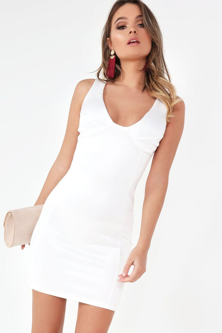 """Midweight stretch fabric Padded bust with v neck Thick cami straps Bodycon with seam detail Slight sheen finish 95% Polyester, 5% Elastane 40° machine wash Model wears a size 8and her height is 5'8"""""""