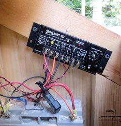 Con energía solar gallinero - luz, puerta automática -add un calentador para el bebedero