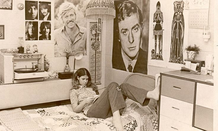 True inspiration for a vintage dorm decor comes from an actual dated dorm photo. Love it!