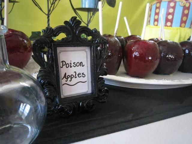 Apples at a Snow White Party #snowwhite #partyfood