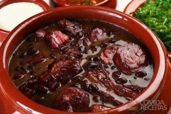 Receita de Feijoada completa em receitas de carnes, veja essa e outras receitas aqui!