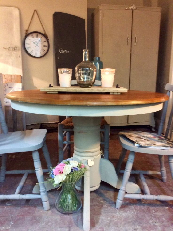 Pretty round vintage extendable 6 seater country style cream pedestal dining table by Theoldsummerhouse on Etsy