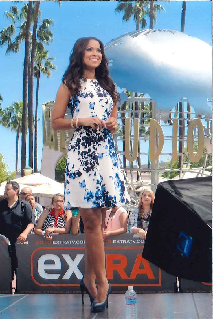 Tracey Edmonds in Donna Morgan on the set of Extra! TV! // Floral dress // Spring fashion