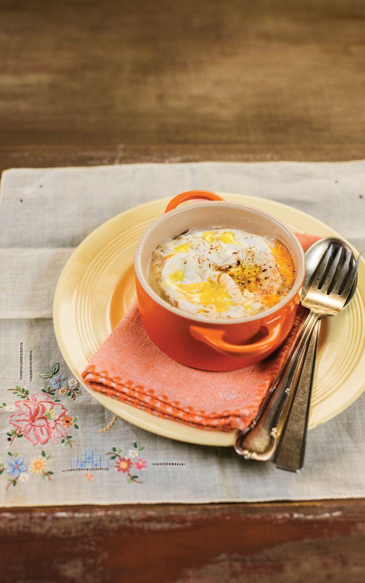 Cocotte de cogumelos | Receita Panelinha: Essa receita prova que cozinhar para você mesmo pode ser bem mais simples do que se imagina. As quantidades são pensadas para uma porção, o preparo não suja a cozinha e a refeição fica pronta em menos de 5 minutos. Ah, e a cocotte é deliciosa!