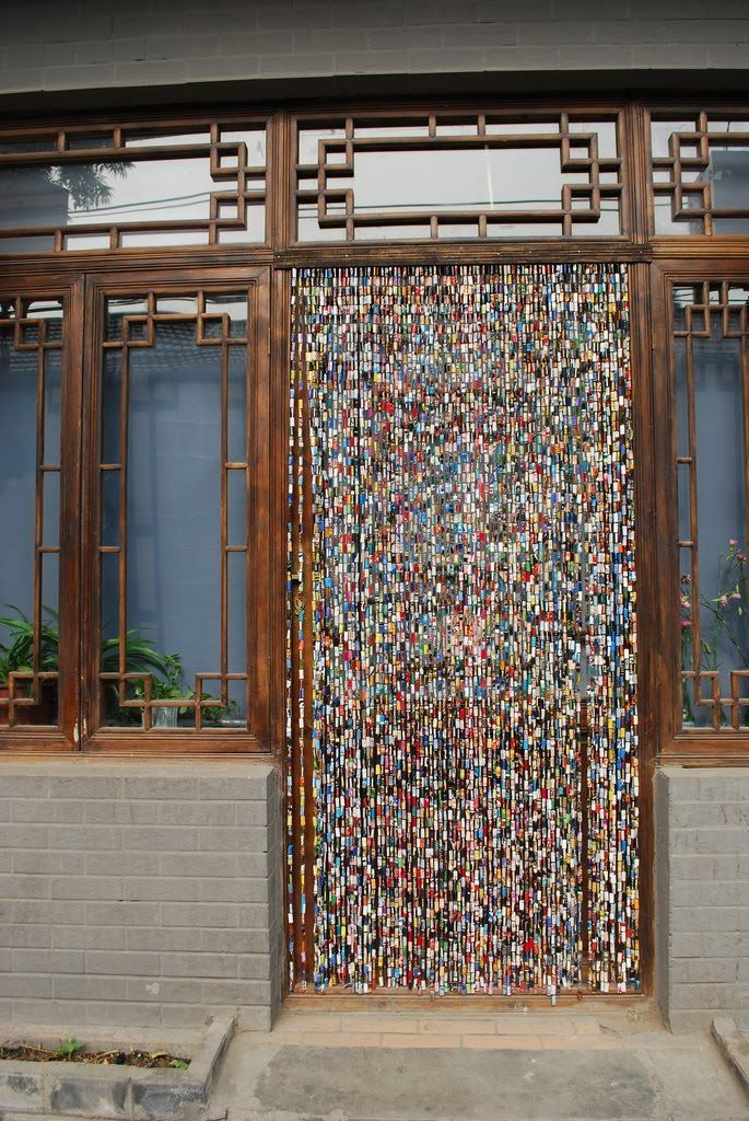 Cortinas para puertas con revistas recicladas