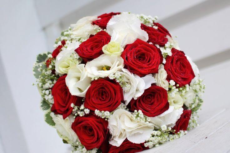 Brautstrauß in klassisch rot und weiß