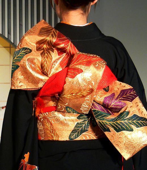 Kimono close-up with Obi detail http://en.wikipedia.org/wiki/File:Kimono_backshot_by_sth_der.png