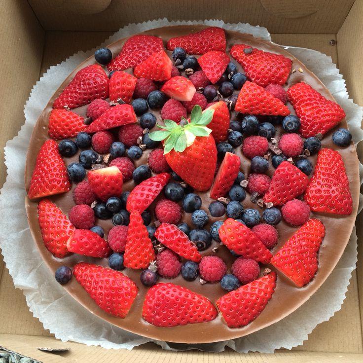 chocolate rawcake with lota of fruit :)