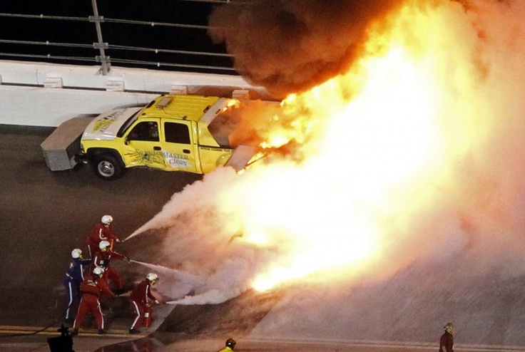AMAZING FIRE CAUSED BY JUAN PABLO MONTOYA ENGINE FAILURE. 200 GALLONS OF JET ENGINE FUEL EXPLODES