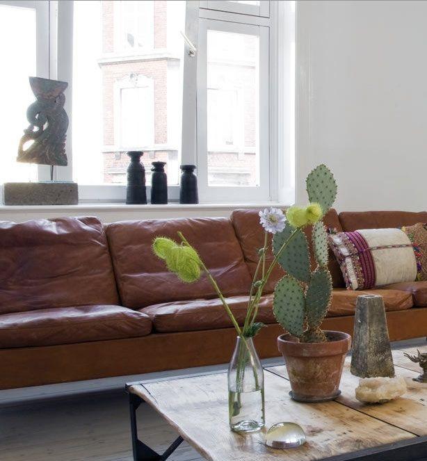 die besten 25 hellbraune couch ideen auf pinterest wei er kaffeetisch tisch f r ins. Black Bedroom Furniture Sets. Home Design Ideas