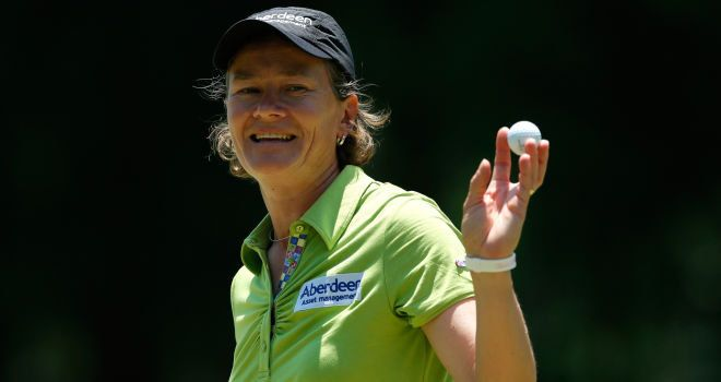 Catriona Matthew topped the leaderboard from Charley Hull after the opening round of the Airbus LPGA Classic in Mobile, Alabama. Matthew's round of 64 left her one shot clear of Hull, with Ji Eun-Hee, Suzann Pettersen and 2012 champ Stacy Lewis tied for third.   http://sportsinvention.com/category/sports/golf/