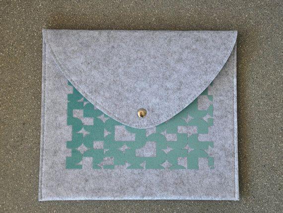 ipad mini cover, ipad mini case, ipad mini sleeve, Tab S3 cover, MediaPad cover, MediaPad sleeve, Galaxy tab cover, Galaxy tab case, Clutch, Felt envelope, turquoise clutch purse, Grey envelope bag, Felt handbag, ipad mini sleeve, iPad Mini Felt case, iPad mini cover, Reader case #fashion #fashionblogger #bags #boho #bohostyle #tote #totebag #style #styleblogger #fashionista #sleeve