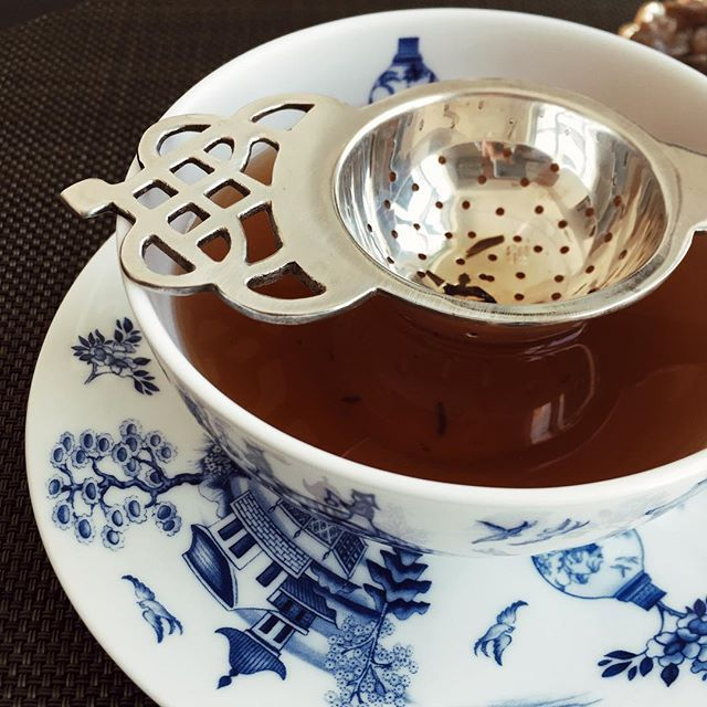 My pick for the afternoon: Golden Dragon tea from Ronnefeldt #bycaravans #brewingtea #tea #tealover #teatime #ronnefeldt