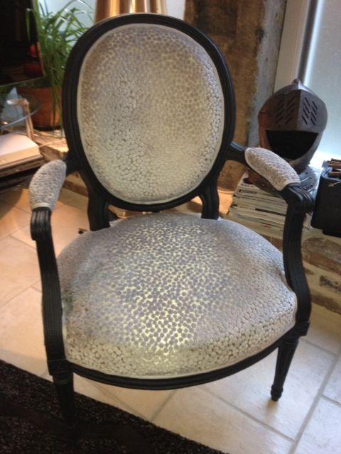 3 fauteuils Louis XVI après restauration et retapissés - Atelier ...