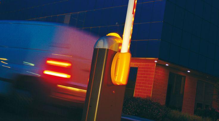 Barrière levante GARD8 pour le contrôle d'accès de vos espaces et parking avec CAME!  Pour plus d'informations: http://www.came.com/fr/parkings-controle-des-acces-tourniquets/barrieres-routieres