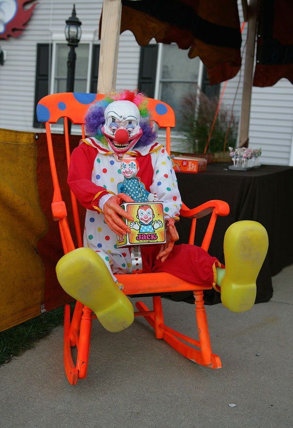 creepy homemade funhouse is creepy and epic halloween clowncreepy - Scary Clown Halloween Decorations