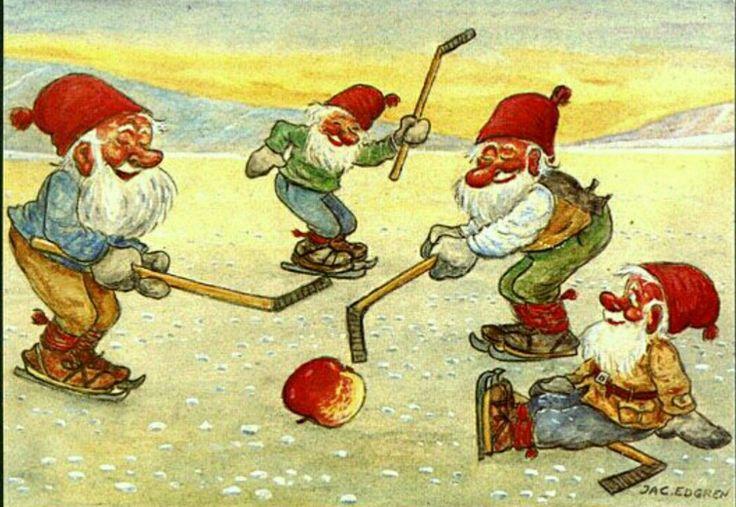 Julkort Jac Edgren 4 tomtar spelar hockey m äpple