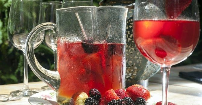 Life, Laughs, & Puppy Kisses: Sangria Rosada- The Perfect Summer Sangria, sangria recipe, summer drinks