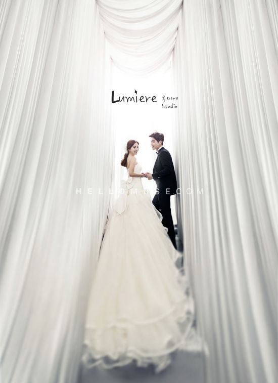 dramatic back line of her wedding dress is looking gorgeous on pre wedding picture.