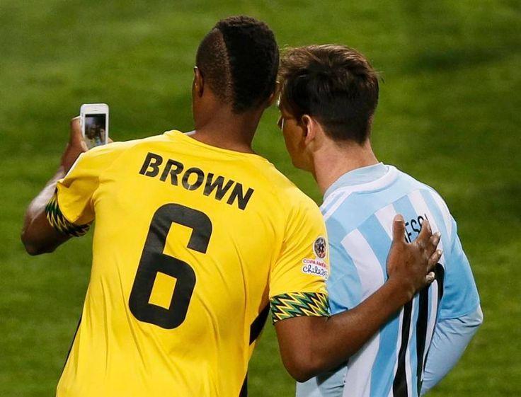Deshorn Brown and Lionel Messi (Argentina 1-0 Jamaica - 2015 Copa América Group B - 20/06/2015).