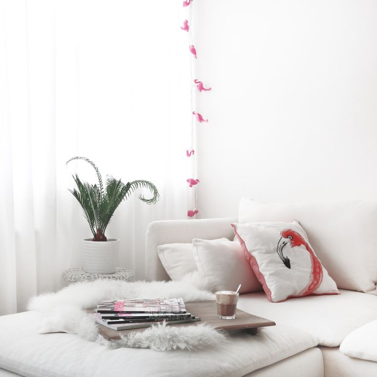 Flamingo room via www.my-jewellery.com | #coffee #magazine #flamingo #white #room #myjewellery
