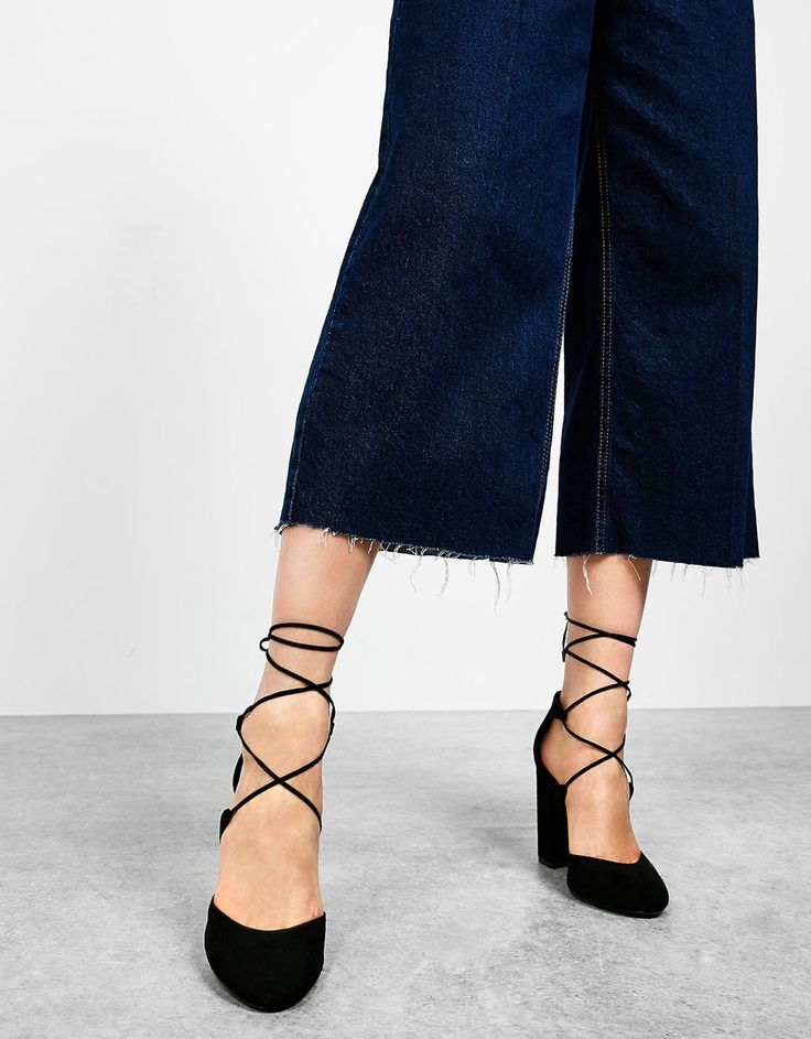 Wide heeled lace-up pumps. Discover this and many more items in Bershka with new products every week