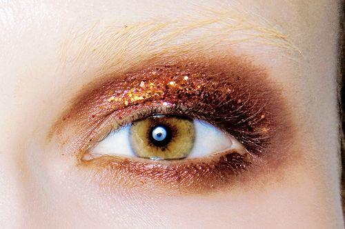 Makeup at Prada Ready to Wear F/W 2009. #makeup