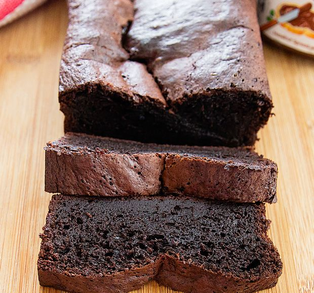This flourless Nutella banana bread is moist, rich, and fluffy all at the same time. It's also ridiculously easy to make. You throw all your ingredients into a blender, pour it out into a pan, and bake! I've finally gotten my baking mojo back. You might have noticed that I haven't been sharing nearly as …