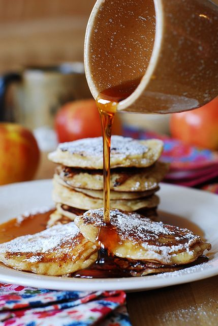 Pancakes με μήλο, κανέλα και μέλι!