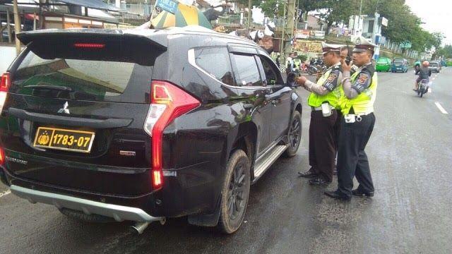 Gambar Polisi Dan Mobil Polisi Mobil Polisi Palsu Terciduk Di Bogor Kumparan Com Download Ahmedatheism Gambar Polisi Untuk Mobil Polisi Mobil Honda Civic