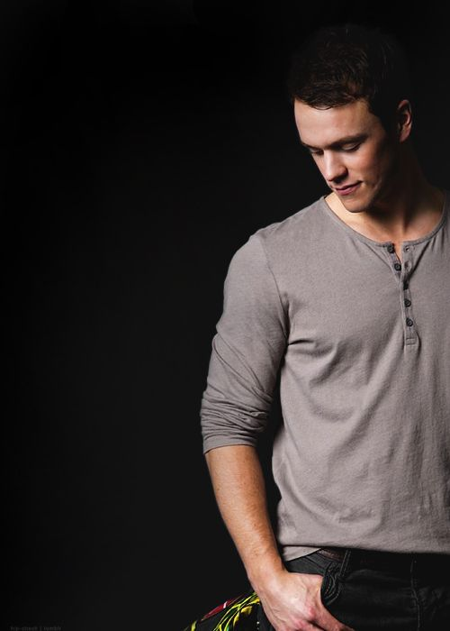 Hockey players that are ridiculously gorgeous → Jonathan Toews