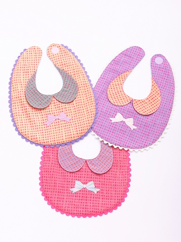 Millo   ビブ  Peter Pan collar on bibs. Omg I'm going to have to buy these for friends with baby girls!