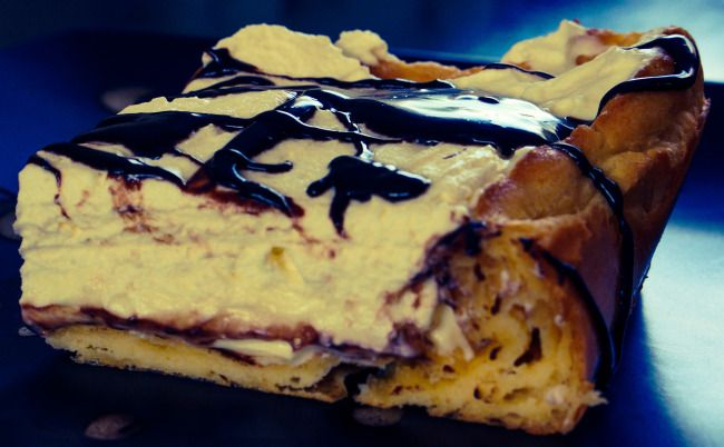 This gorgeous Eclair cake tastes exactly like the chocolate eclair. So so scrummy!!