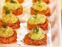 Ingredientes   4 fatias médias de pão de forma integral ou pão australiano  2 cabeças de alho  1/2 litro de leite de soja  1 xícara de purê...