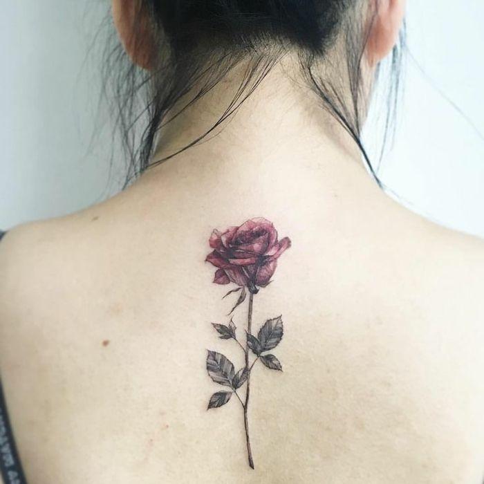 Fiori Tattoo.Fiori Tattoo Bella Rosa Rossa Foglie Gambo Parte Alta Centro