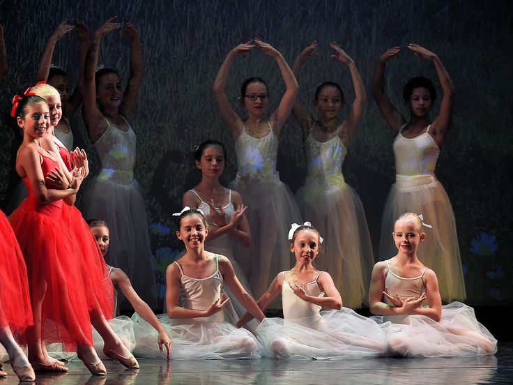 """Impressions of the Ballet-Performance """"Snow White and Rose Red"""".  #dance #sing #act #ballet #balletbeautifulgirls #ballett #instadaily #film #instagood #instalike #happy #like #show #smile  #picoftheday #beautiful #girl #passion #fun #kids #children #point #webstagram #kinder #youth #love #cute #photobyfritsch @performingcenteraustria"""