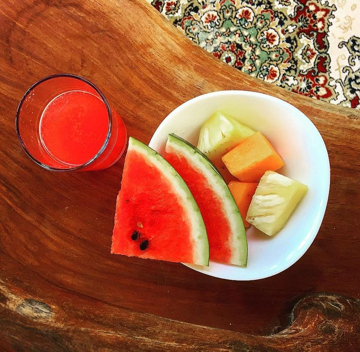 Watermelon juice for breakfast then chilaquiles which are basically breakfast nachos. That's a thing isn't it? It should be. Watching the sea from my hammock bitches! #discovermexico #discubremexico #travel #mexico #food ##blogger #watermelonjuice #foodtrends #holbox #yucatan