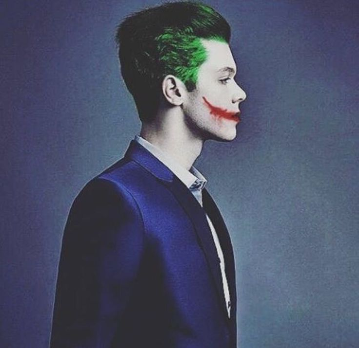 Cameron Monaghan as the Joker... This makes me want to die of happiness. He's such a perfect actor.