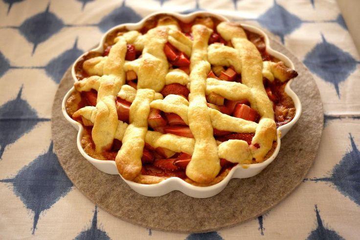 Frisk jordbær- og rabarbrapai - Godt.no - Finn noe godt å spise