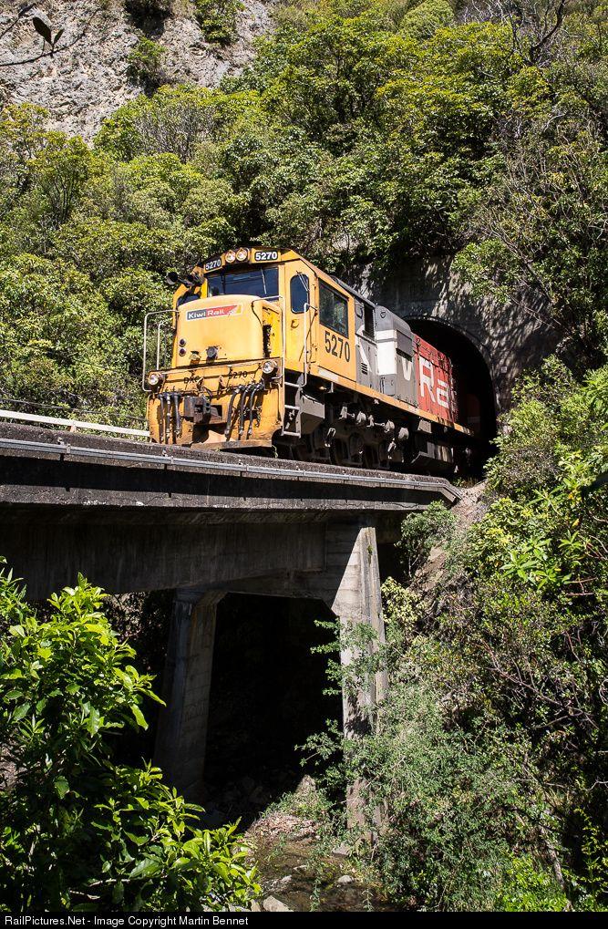 DXC5270 KiwiRail DXC class (GE U26C) at Mangamaunu-Waipapa Bay, New Zealand by Martin Bennet