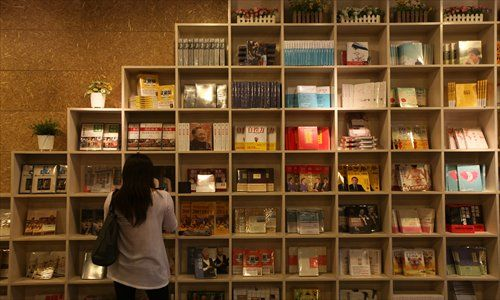 (Right) The newly opened book mall on Longhua Road Middle targets female readers. Photo: Cai Xianmin/GT
